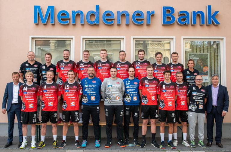 Die komplette Mannschaft incl. Betreuer und der Vorstände Florian Steuer und Ulrich Hackl